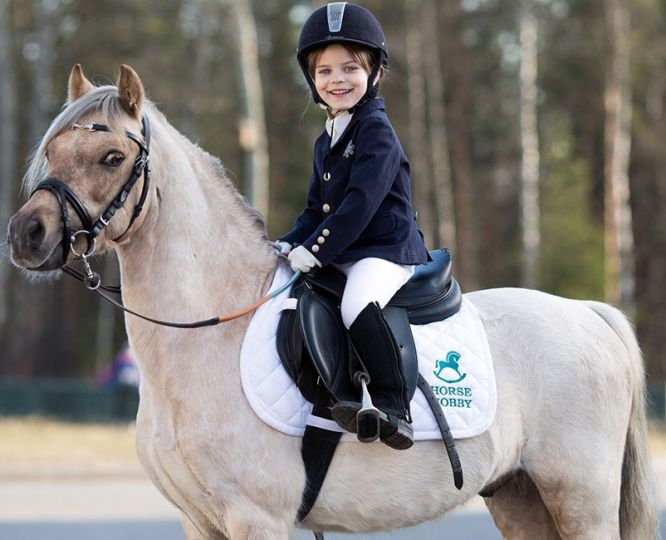 Базовый набор экипировки для всадника: готовим ребенка к урокам верховой езды